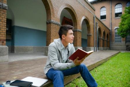 étudiant à l'université atlantica de barcarena